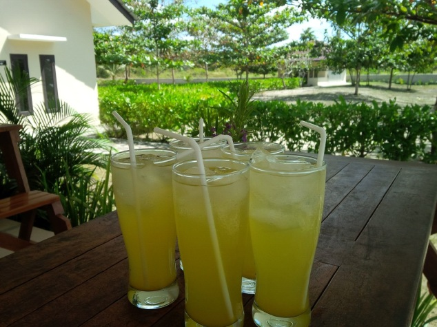 Es Jeruk Kunci ( local lime juice). They are very good and refreshing!